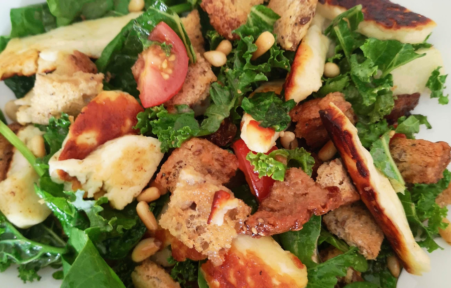 fried halloumi salad recipe with lemon and honey dressing